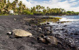 Особое явление - черный пляж Гавайи