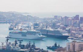 Два круизных лайнера впервые одновременно зашли в порт Владивостока