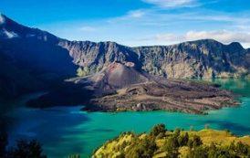 У вулкана в Индонезии создадут отдельные туристические зоны для мужчин и женщин